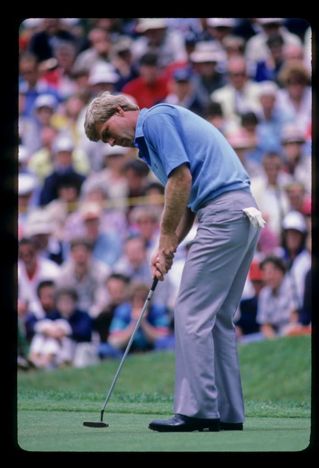 Hal Sutton putting during the 1985 US Open