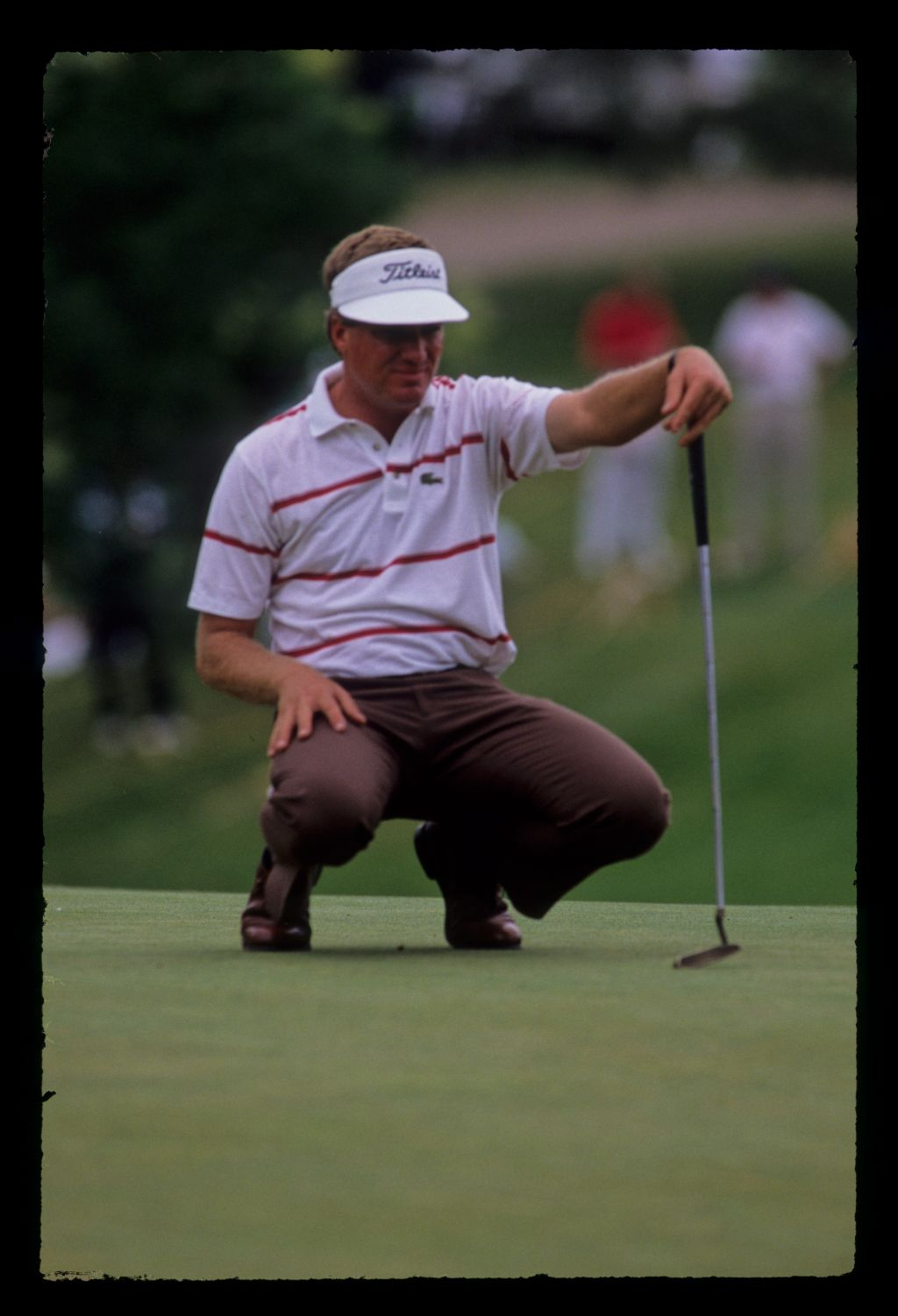 Steve Elkington lining up a putt during the 1989 US Open