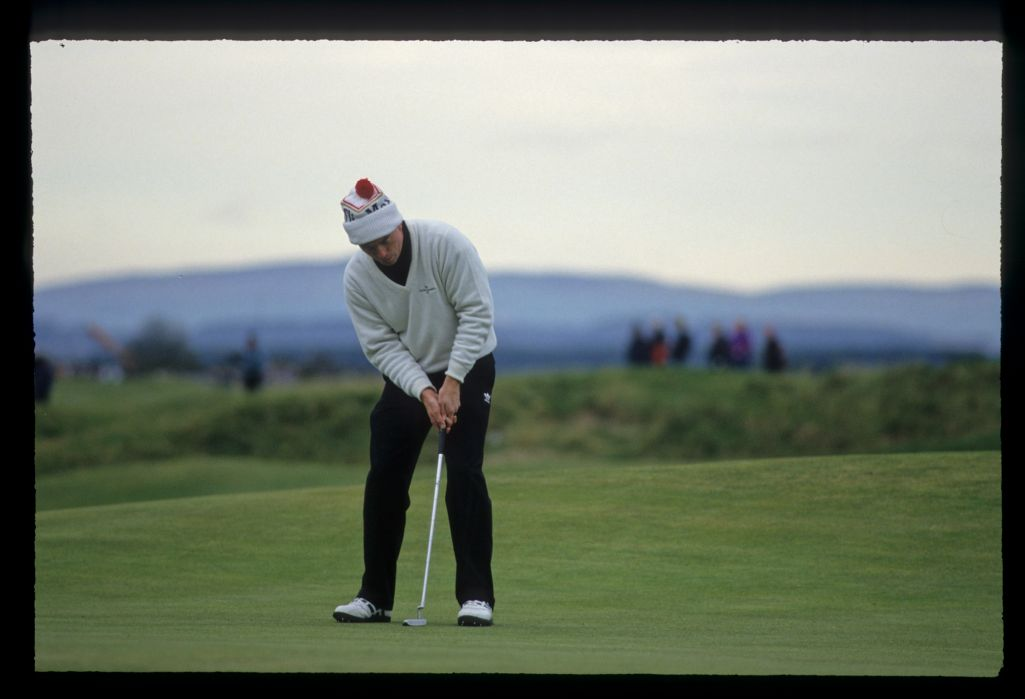 David Gilford putting during the final of the 1992 Dunhill Cup