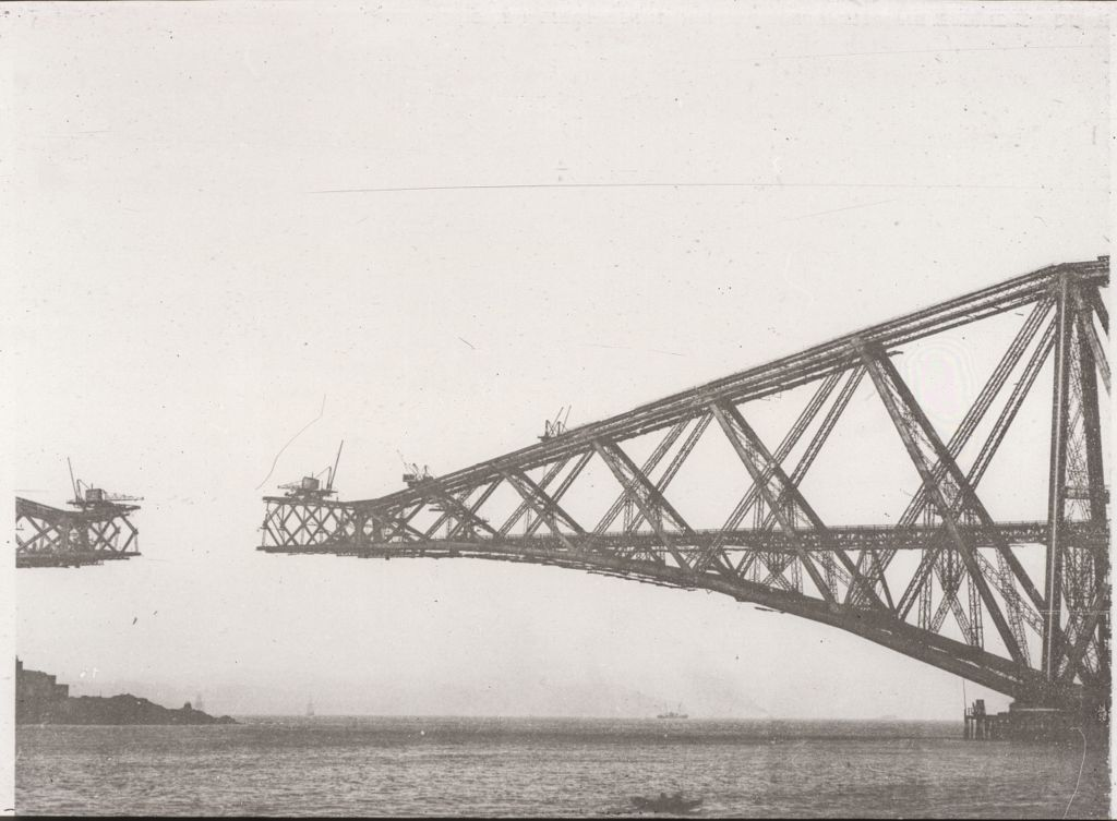 Central Girder - constructing and connecting with cantilever [Forth Bridge].