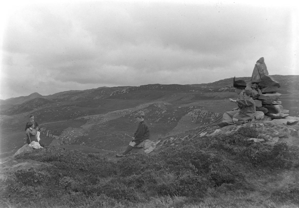 William, Jane and Austin Miller wait for ?, Ida and Fred to reach the top of the hill behind Creag a Mhadaidh, Loch Sween.