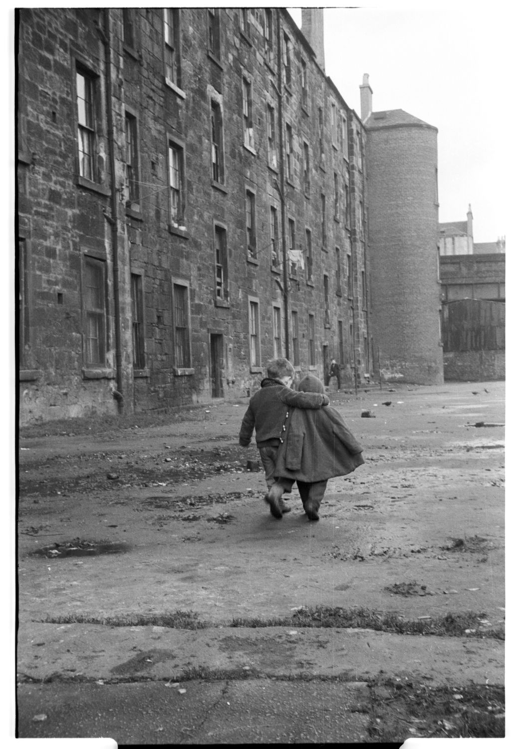 Comforting arm, Gorbals
