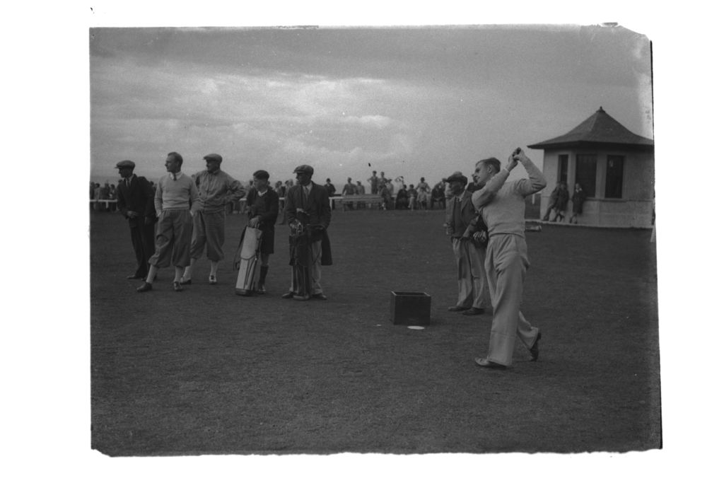 Thomson teeing off, St Andrews.
