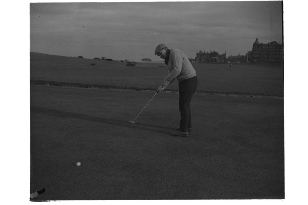 Dr Hilgard Muller putting on the 17th green, The Old Course, St Andrews.