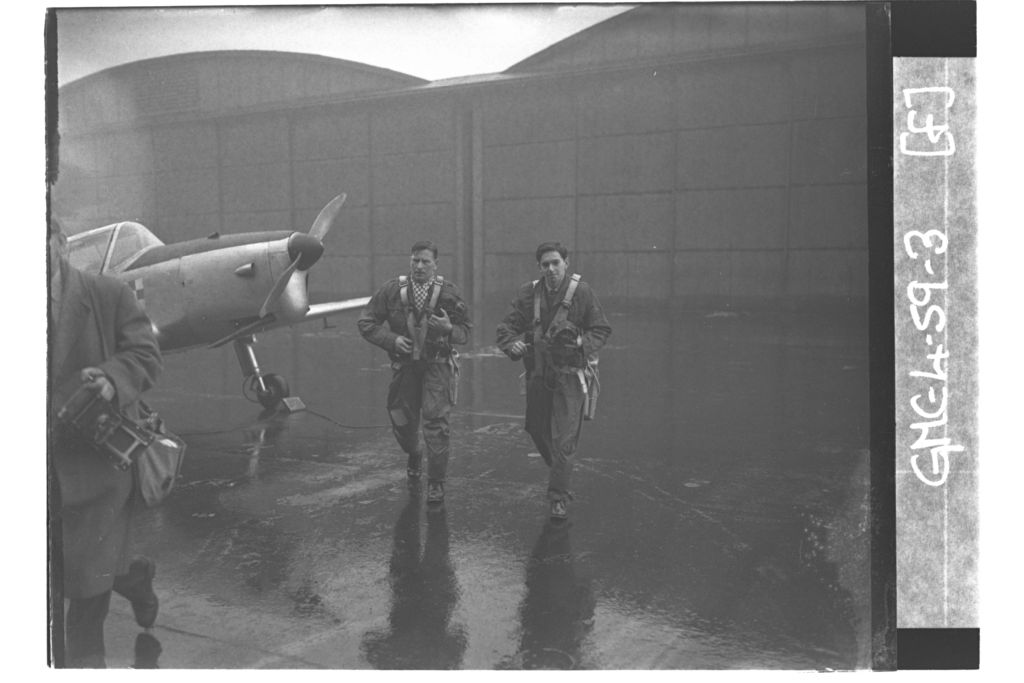 Pilots scramble to aircraft, University of St Andrews Air Squadron [?RAF Leuchars].