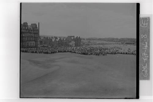 The crowds watch as Nagle and De Vicenzo approach the 18th Green of the Old Course, the Centenary Open Championship, St Andrews.