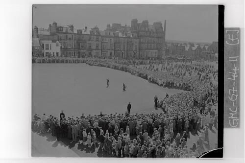 The Crowds watch Nagle and De Vicenzo at the 18th Green of the Old Course, the Centenary Open Championship, St Andrews.