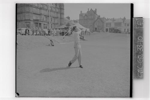 Tim Holland (USA) drives off the first Tee, the British Amateur Golf Championships, St Andrews.