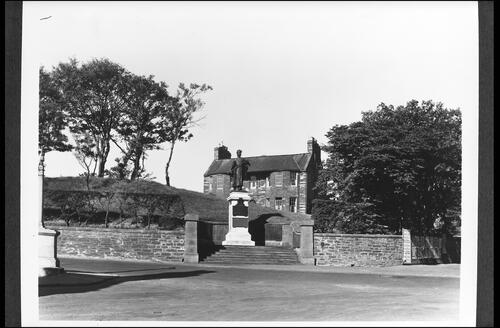 War Memorial and Henderson Memorial Nursing Home, Wick.