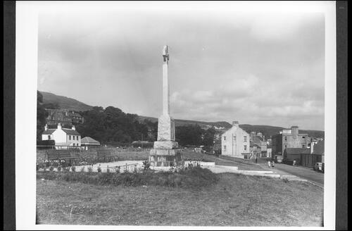 War Memorial and Chalmers Street, Ardrishaig, Loch Fyne.