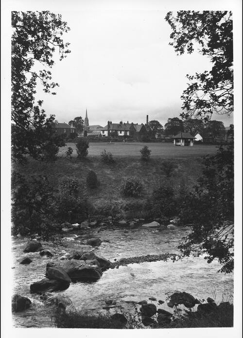 The Park and River Irvine, Darvel.