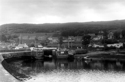 Sea lock of Crinan Canal.