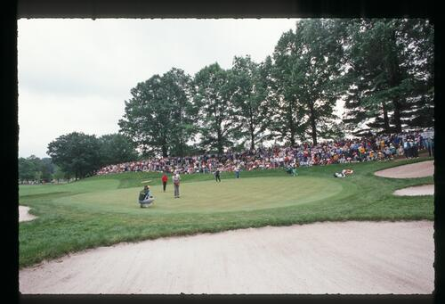 Ray Floyd making his putt at the 1989 US Open Championship
