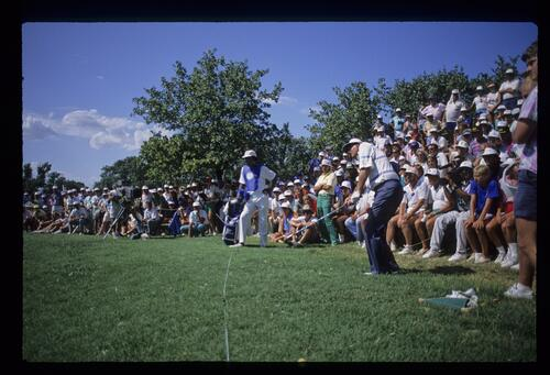 Ray Floyd chips onto the green at the 1988 USPGA Championship