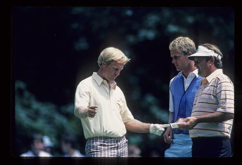 Jack Nicklaus discusses distance with his playing partner Ray Floyd at the 1984 US Open