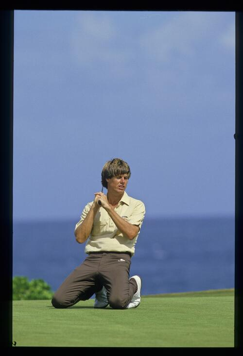 Paul Azinger falls to his knees as he misses his putt at the Kapalua International Golf Championship