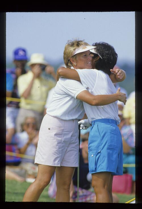 Jane Geddes congratulates winner Ayako Okamoto at the 1987 Ladies World Cup Championship