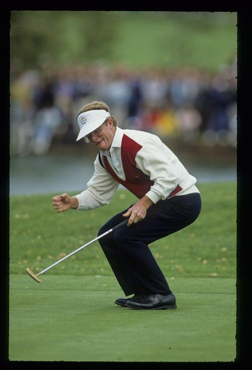 American golfer Tom Kite watches his putt in anticipation at the 1989 Ryder Cup