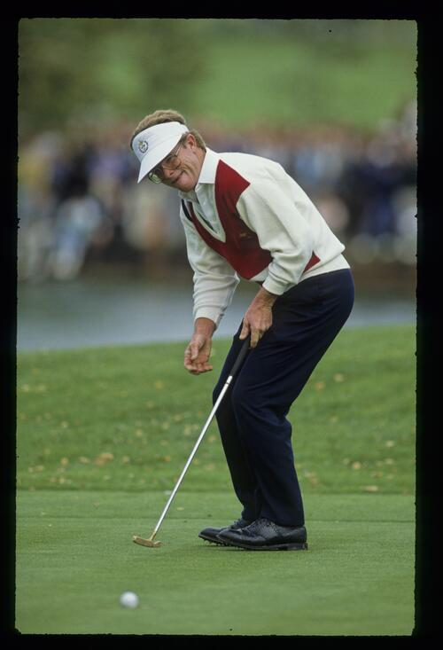 American Tom Kite holes his putt to secure his devastating 8 and 7 victory over European Howard Clark at the 1989 Ryder Cup