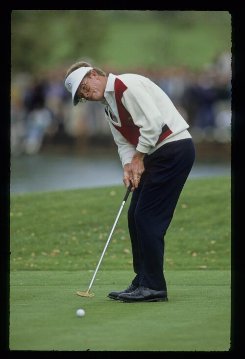 American Tom Kite putts to close out his victory over Europe's Howard Clark at the 1989 Ryder Cup