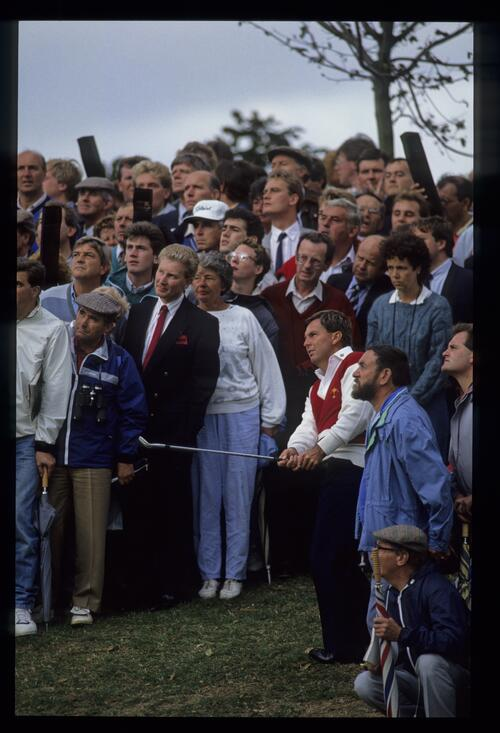 Surrounded by spectators, America's Lanny Wadkins pitches from the rough at the 1989 Ryder Cup