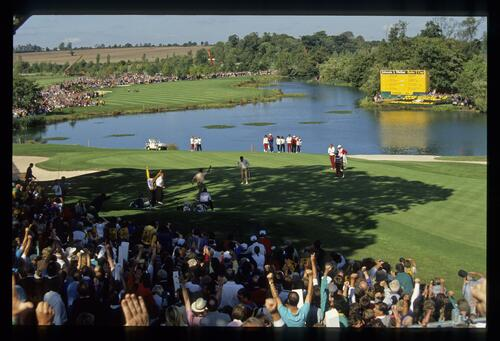 European golfer Seve BAllesteros holes his putt on the 18th hole to claim victory at the 1989 Ryder Cup