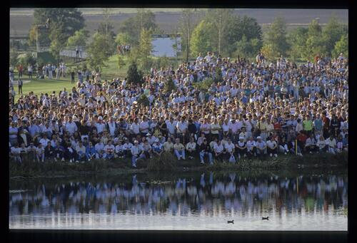 The spectators crowd the shore to catch the action at the 1989 Ryder Cup