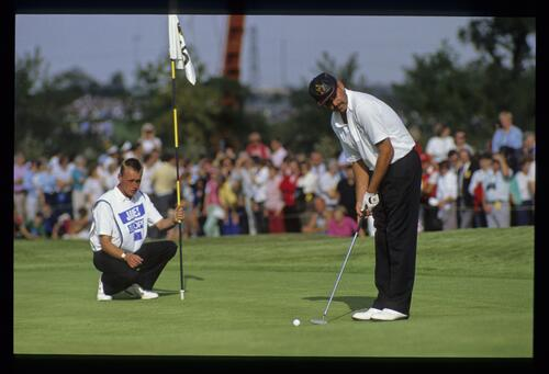 European golfer Mark James prepares to putt at the 1989 Ryder Cup