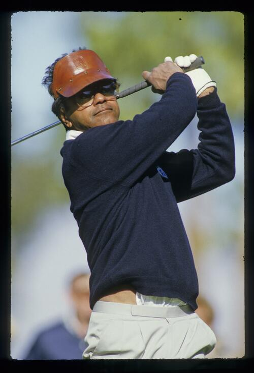 Singer Johnny Mathis on the tee at the Bob Hope Chrysler Classic Golf Championship