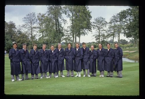 The 1989 United States Ryder Cup Team dressed for the weather
