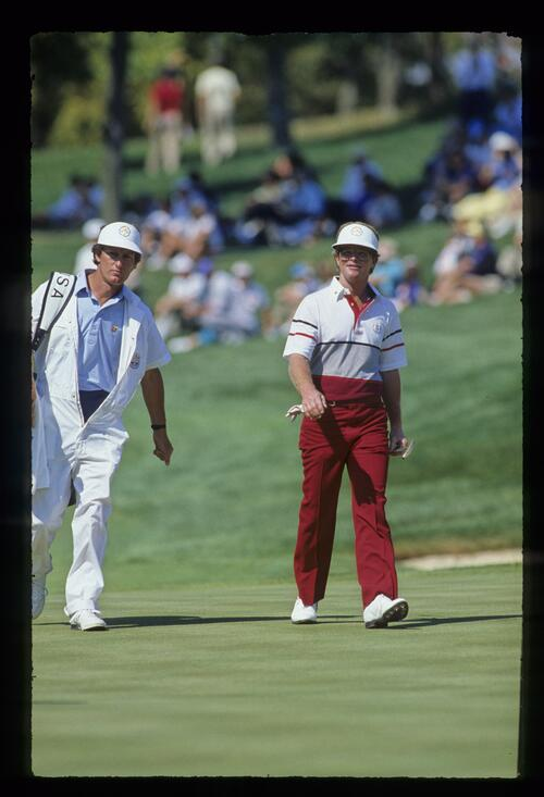 American Tom Kite walks confidently to the green at the 1987 Ryder Cup