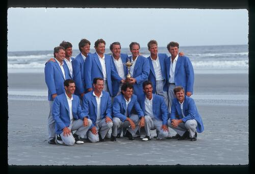 The victorious 1991 American Ryder Cup team pose on the sands of the shore at Kiawah Island