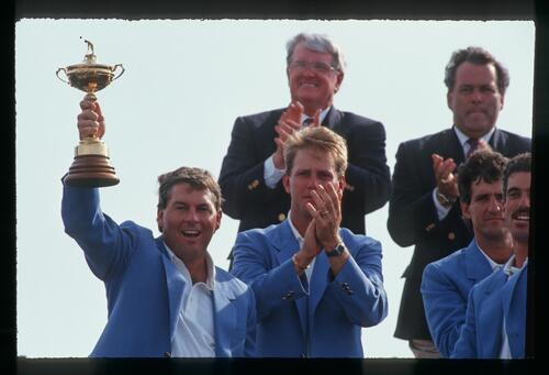 Lanny Wadkins lifts the Ryder Cup for the victorious 1991 American team at Kiawah Island
