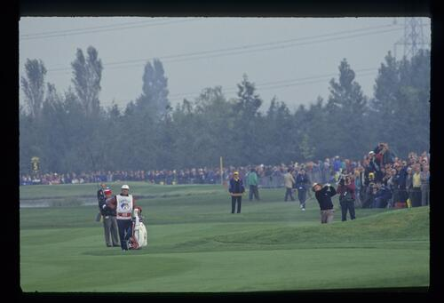 American Tom Kite plays his approach shot at the 1993 Ryder Cup
