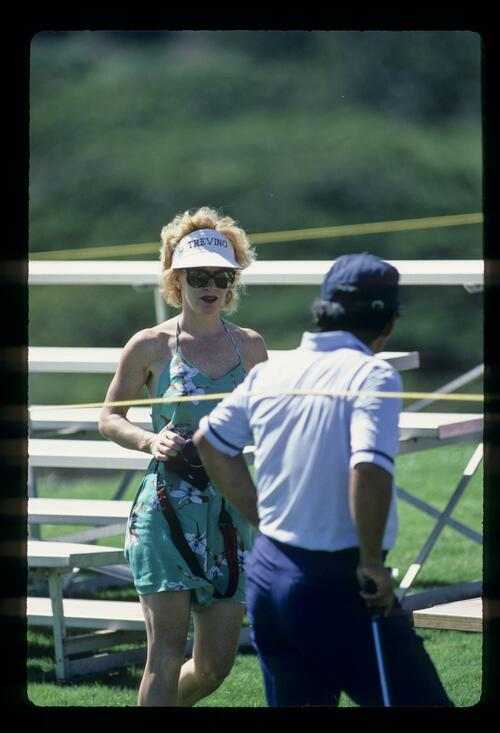 Lee Trevino goes outside the ropes to see wife Claudia at the 1984 Kapalua Invitational