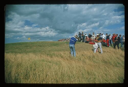 Tom Kite plays his 5th shot from the heavy rough on the 10th hole at the 1988 Open Championship