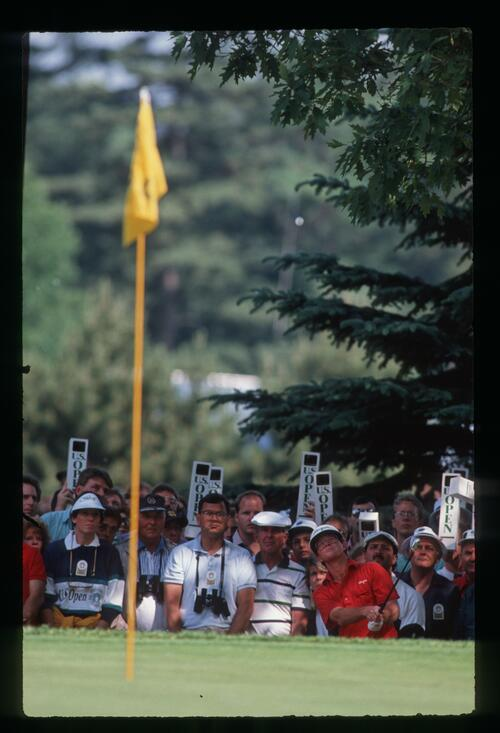Tom Kite plays his lob shot to the green from the rough at the 1989 United States Open Championship