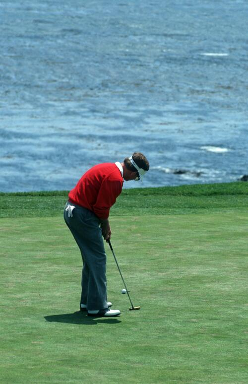 Winner Tom Kite watches as his putt goes into the hole on the 18th at the 1992 United States Open Championship