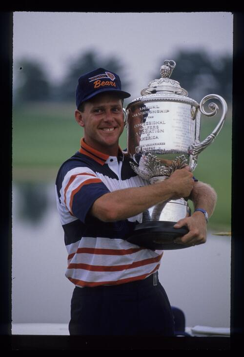 A smiling Payne Stewart hugging the 1989 USPGA trophy