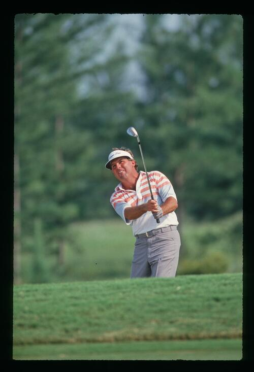 Lanny wadkins plays his wedge into the green on his way to a playoff at the 1987 U. S. PGA Championship