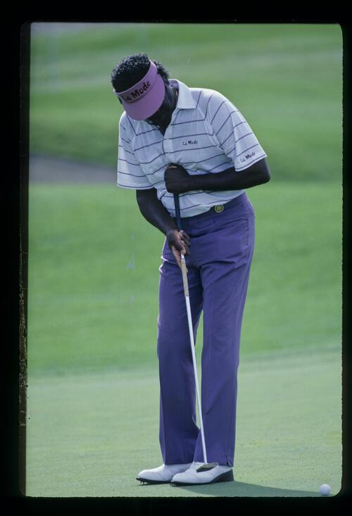 American golfer Charles Owens using his belly putter at the 1986 Vintage Invitational