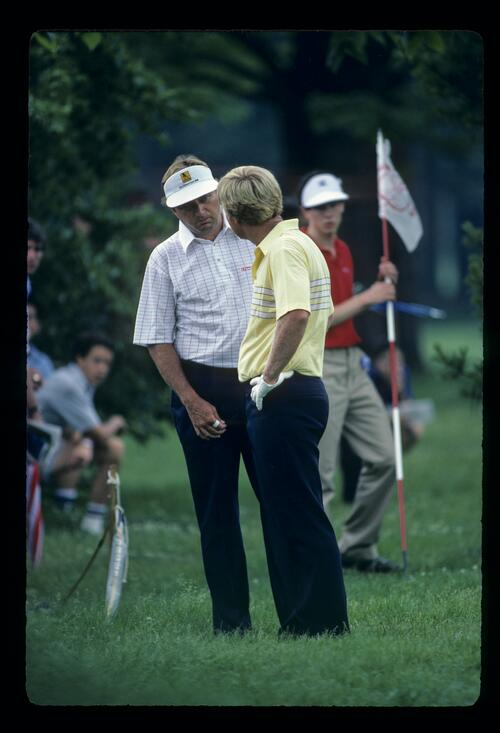 Jack Nicklaus discussing his options with Ray Floyd during the 1984 US Open