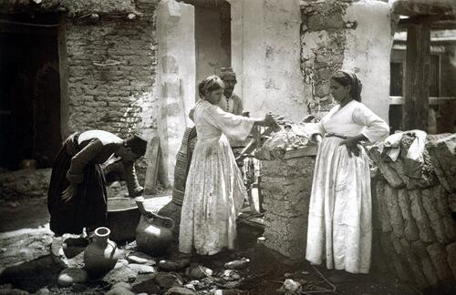 Women at a well, Levka.