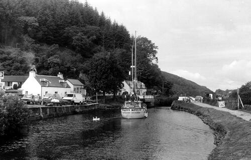 Swing bridge at Bellanoch.