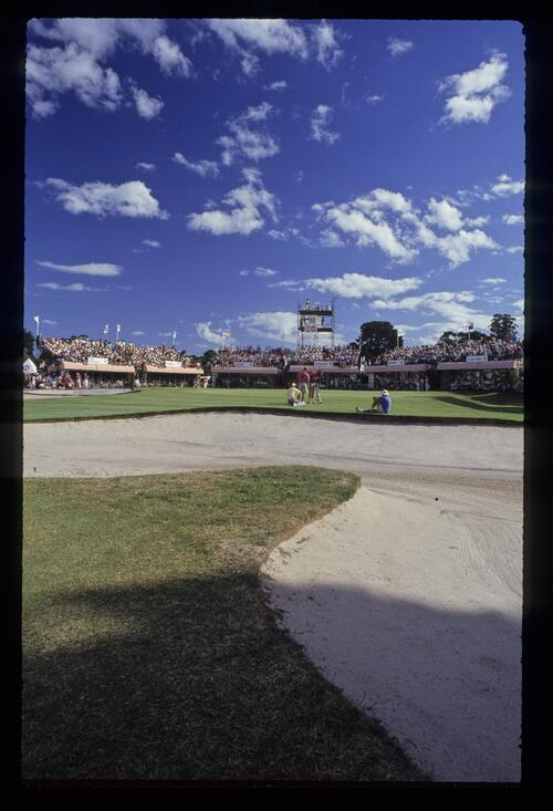 The bunker-protected 18th green at Huntingdale during the 1990 Australian Masters