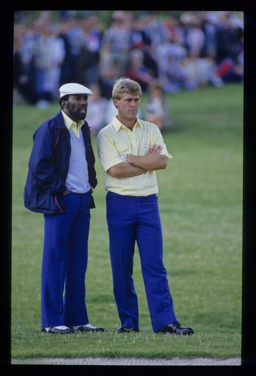 Calvin Peete and Hal Sutton talk tactics on the fairway at the 1985 Ryder Cup