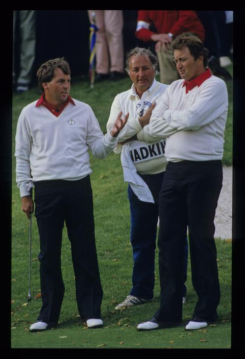 American players Lanny Wadkins and Raymond Floyd discuss tactics at the 1985 Ryder Cup