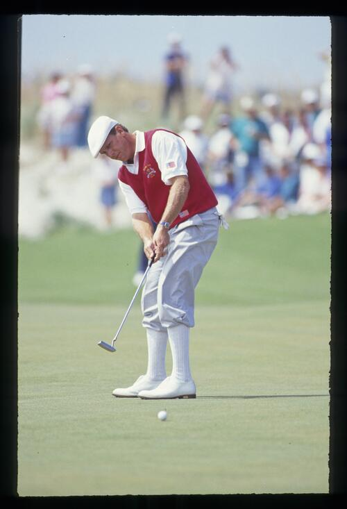 Payne Stewart putting in the blazing sun at the 1991 Ryder Cup