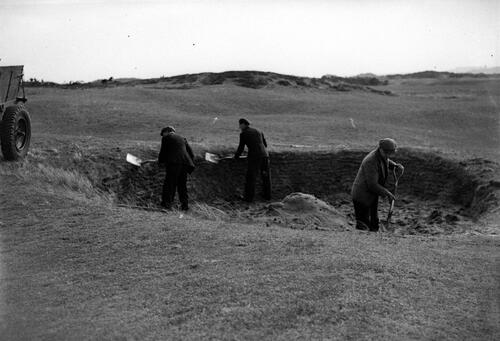 Repairs on Cheape's Bunker in the 2nd fairway, Old Course, St Andrews.