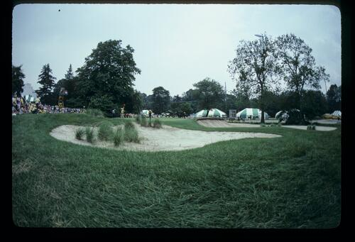Rough and rough bunkering around a green at Merion during the 1981 US Open